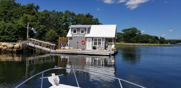 1 bedroom floating cottage on the Lahave River