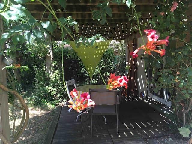 T2 RDC maison accès direct par le jardin mer 100m