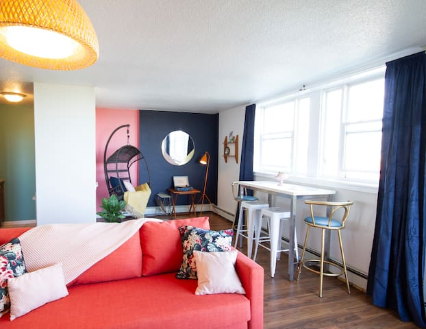 Cheerful Oceanview Flat Downtown - Parking, Patio