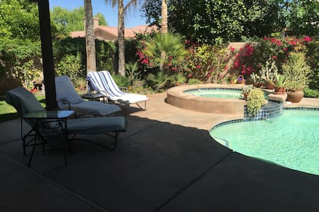 2 king size bedroom for 2couples - Palm Desert - Bed & Breakfast