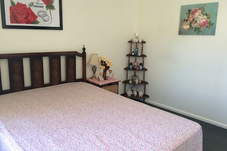 舒适温馨的二居室, 独立卫浴,提供自行车,出行便利,周围环境优美安静。 - 墨爾本 - 公寓