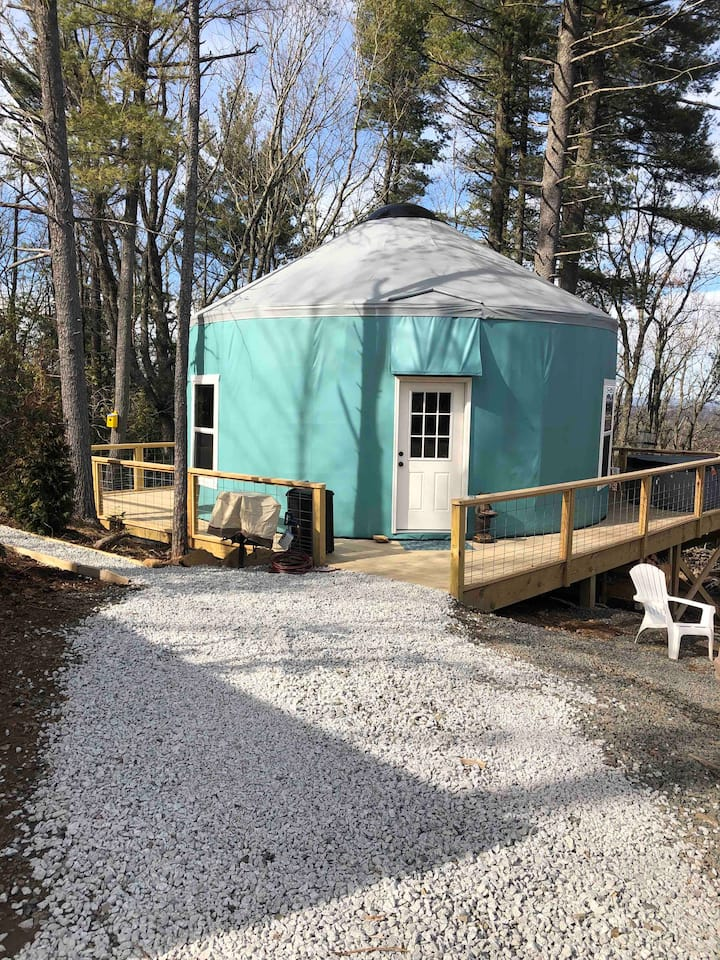 Spacious Yurt by the BRPW, hiking, views