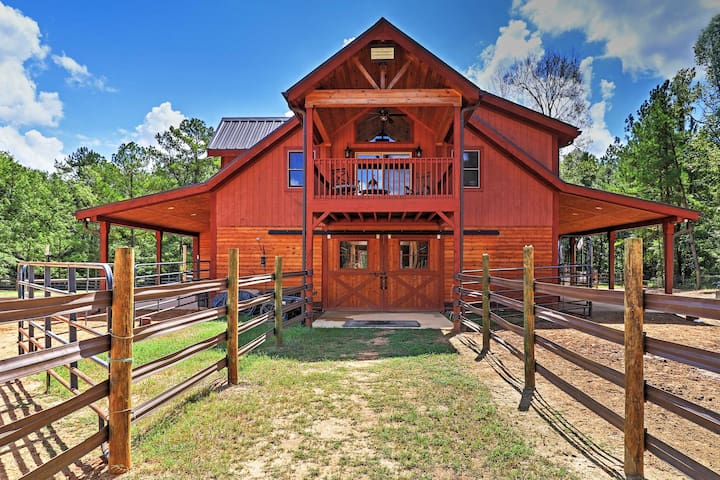 2BR Dry Branch Barn Apt on 488 Acres w/ 3 Lakes!