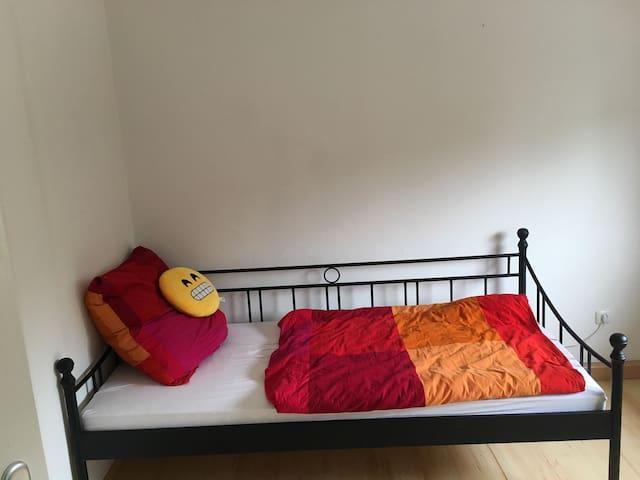 Pet Mansion-gemütliches Zimmer in DHH ruhiger Lage