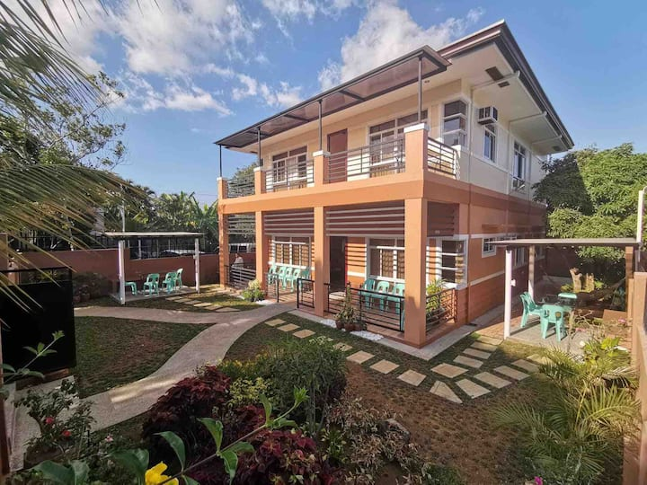 Felicitas House #2, 15pax w/pool & Netflix