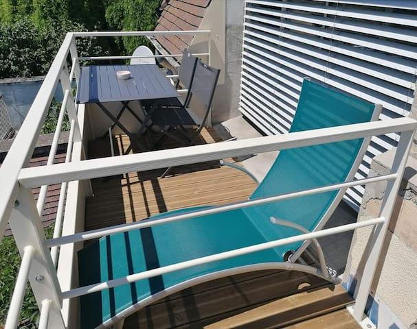 Chambre familiale avec balcon sur  rives de Sâone