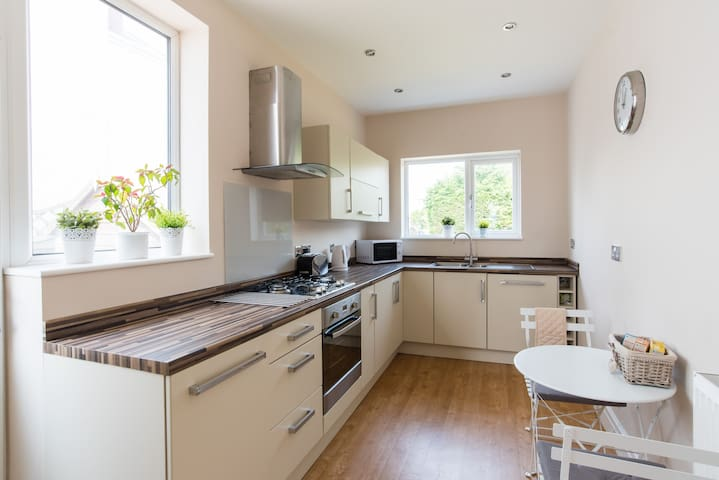 Well Presented Three bed semi  in Porthcawl - Porthcawl - House