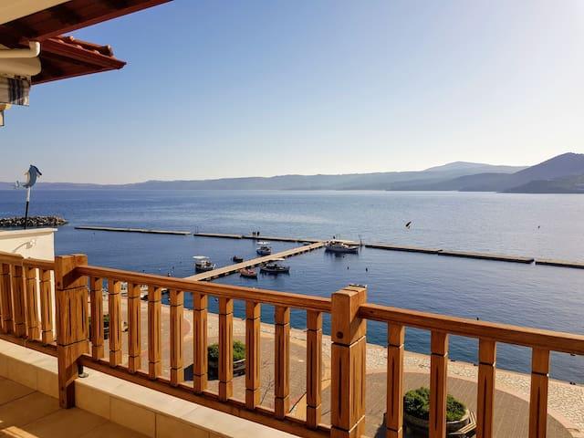 NEU! Apartment direkt am Meer mit herrlichem Blick