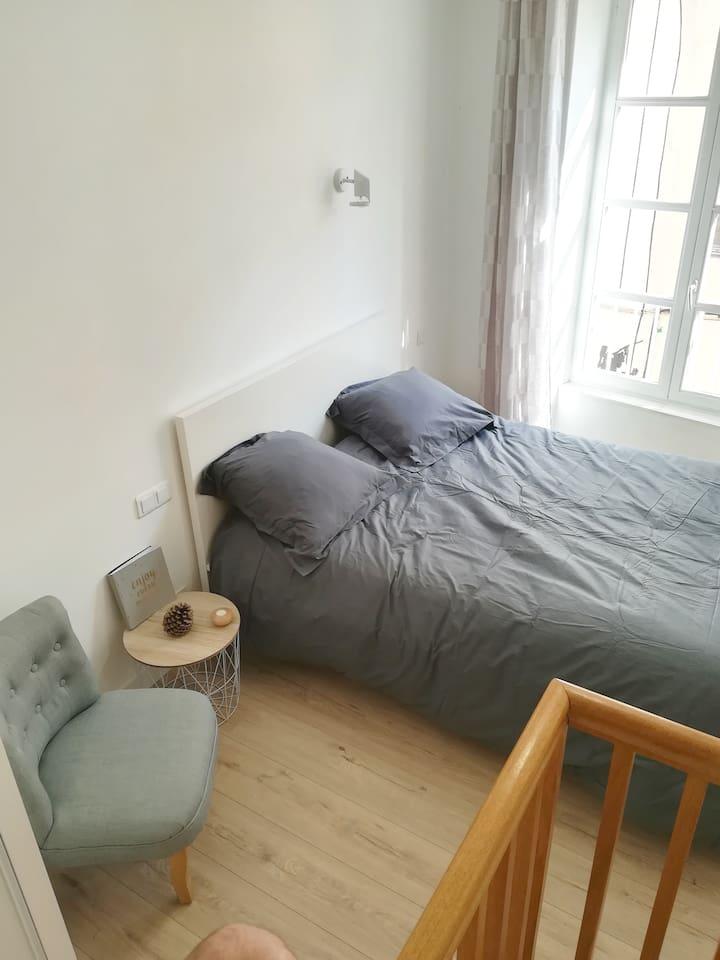 Chambre à coucher avec literie neuve