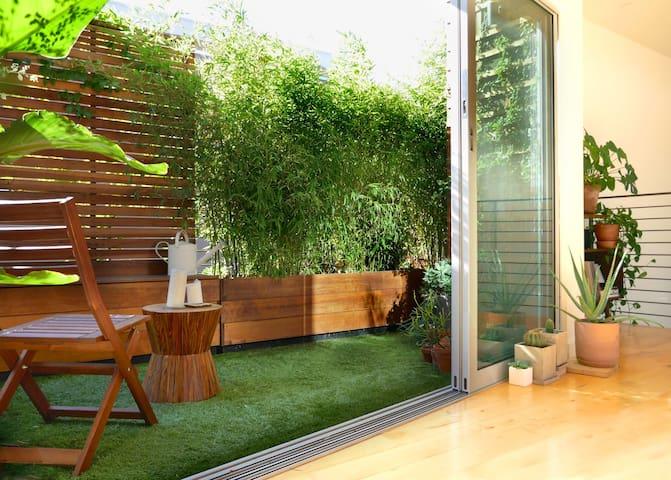 Modern, 3 Level Loft w/ Balcony Garden