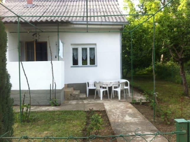 Family cottage in the pedestal of Jakupica - Bogomila - House