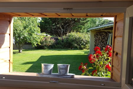 Maison en bois  dans un jardin calme et verdoyant - Saint-Philibert