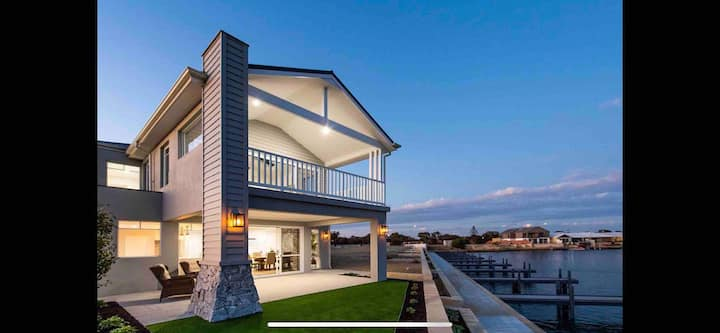 Luxury Hampton Canal Retreat