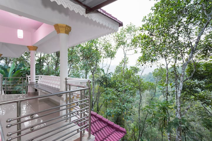 Amidst a Home In a 3 acre Plantation and Farm - Periyar - Bed & Breakfast