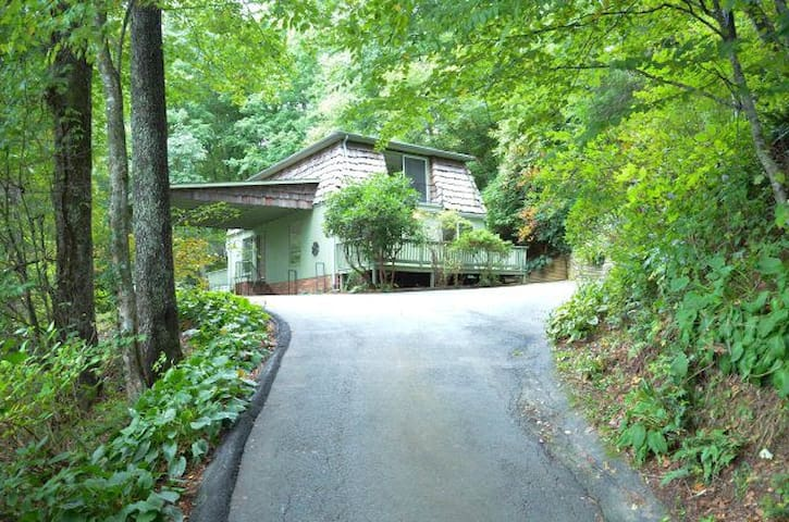 Beautiful, quiet, family cottage *NEAR ASU* - Boone - House