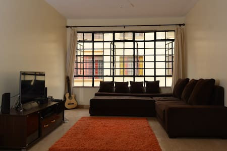Spacious Private room  ,secure area near airport. - Nairobi - Daire