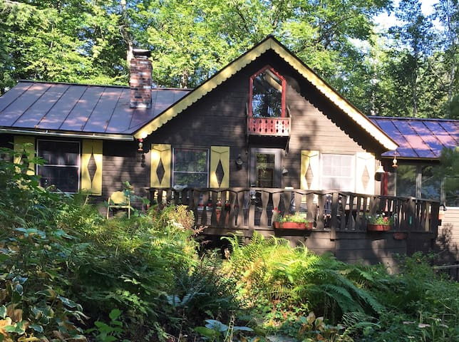 FERN HILL, Woods/Lake Cottage B&B - Hubbardton - Bed & Breakfast