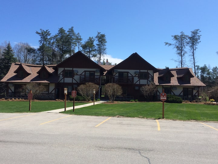Main Level Condo, Close to Crystal Mtn Amenities
