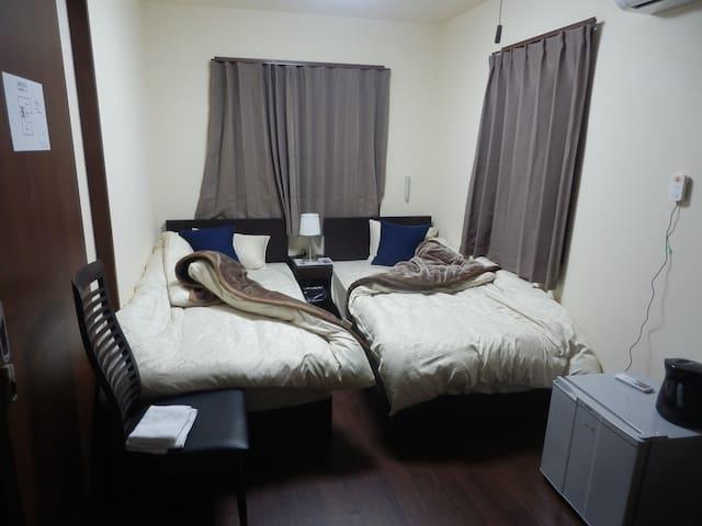♥宿.comeすみよか:Room A♥2人部屋、シャワールームの浴室、キャナルシティ徒歩5分