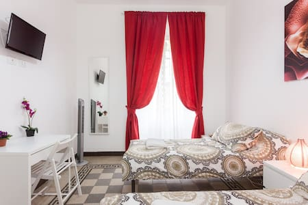 Twin/Double shared wc near Colosseo
