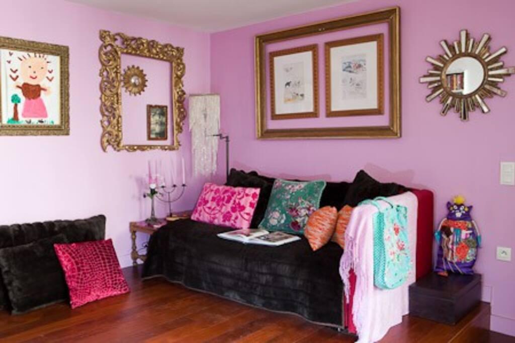 Le salon TV indépendant (canapé lit)