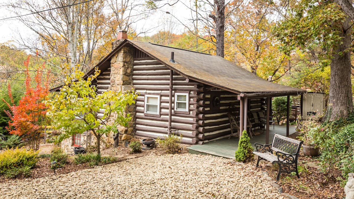 Quaint log cabin Airbnb in Asheville