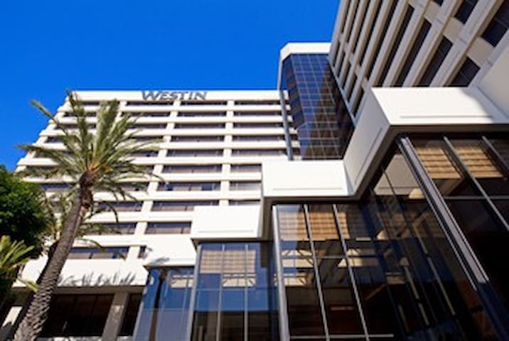 4 Star Hotel Room Available by LAX Airport!!