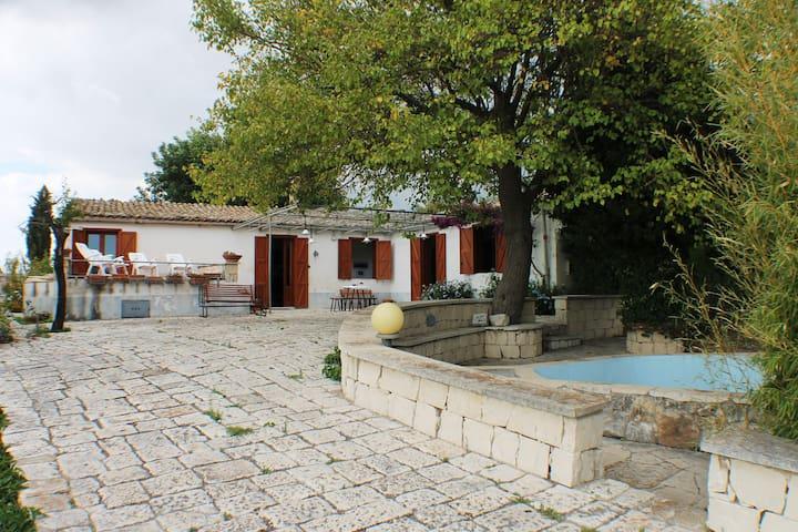 Serraberretta Country house - Chiaramonte Gulfi - Hus