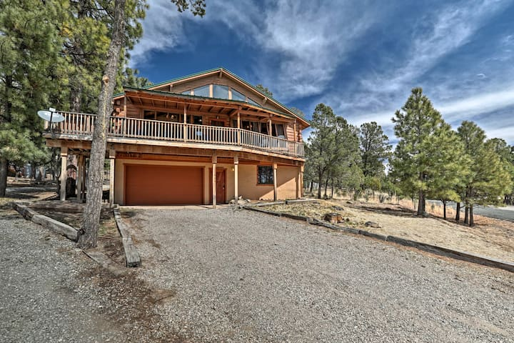 Cabin w/Hot Tub, A/C, & Views Near Downtown Ruidoso