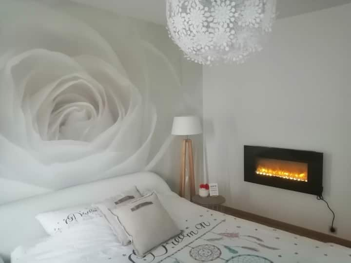 Cozy room with a romantic touch!