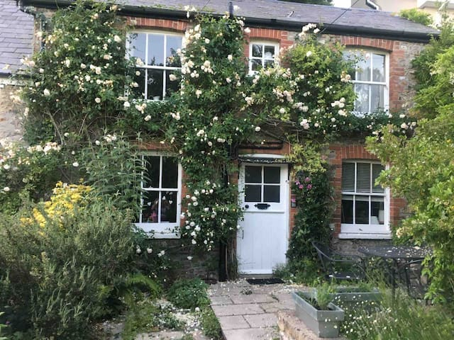 Pretty English Country Cottage