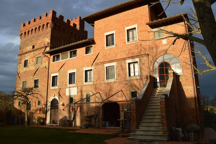 Rooms and art in a tower near Montepulciano - Montepulciano - Bed & Breakfast