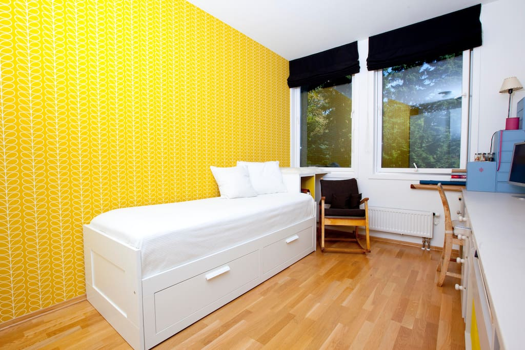 The guest room. The bed can easily be extended to a double bed, as shown in the previous picture.