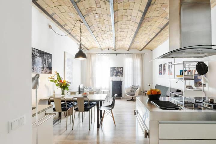 Artistic loft-style flat in the heart of Gràcia