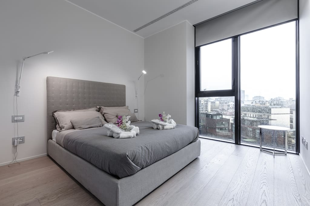 The spacious master bedroom with amazing sky view on Milan city center