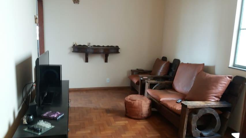 Aluga-se quarto no Santo Antônio próximo a Savassi