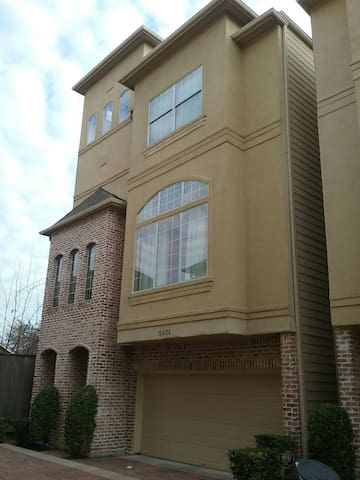 Modern 2 Bedroom Home Located In Heart Of Houston Houses For Rent In Houston Texas United States