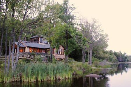 GORGEOUS LAKE HOME + BARN - Mountain Dale