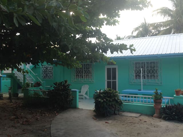 Cute Private Room in Spacious Home - Caye Caulker - Hus