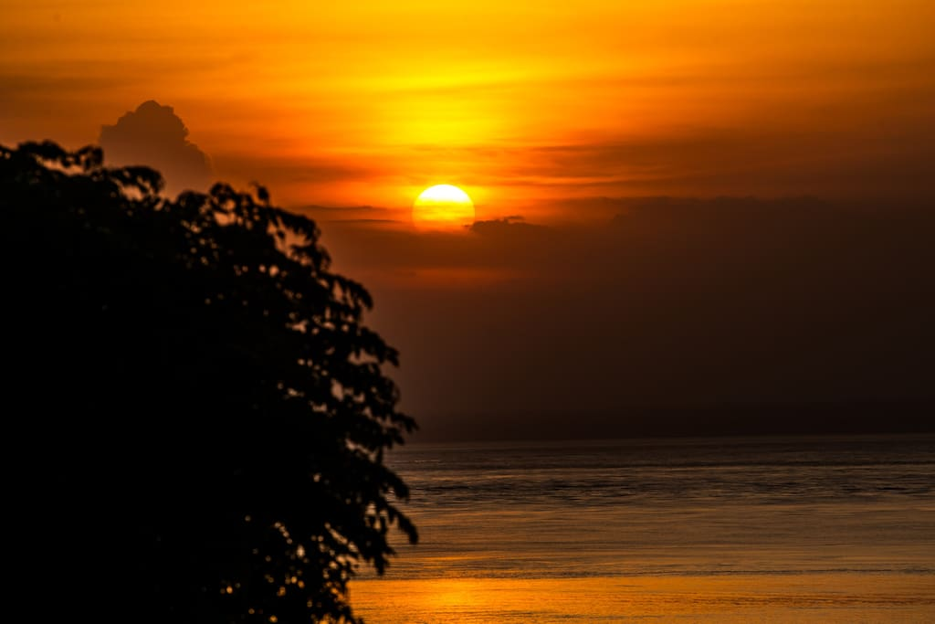 Another sunset from the Villa......... there are plenty!