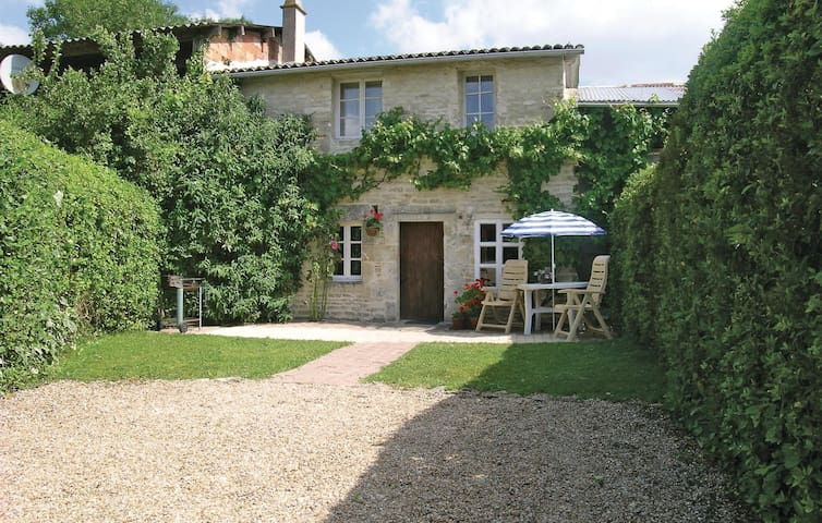 Holiday cottage with 2 bedrooms on 80m² in Marigny