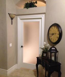3 Room Suite w/Kitchenette & Bath