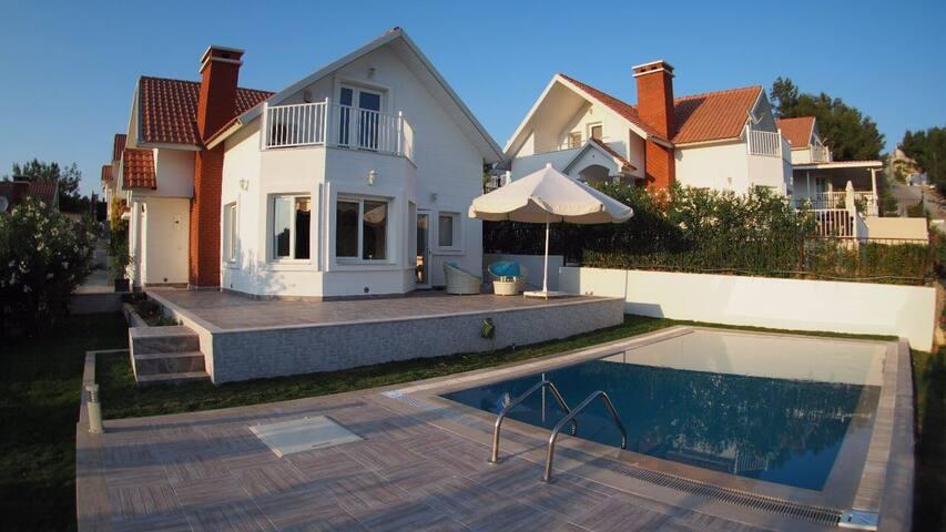 Bungalow style amazing villa