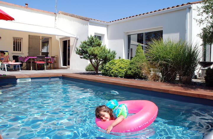 Seaside 4* villa with pool and sauna