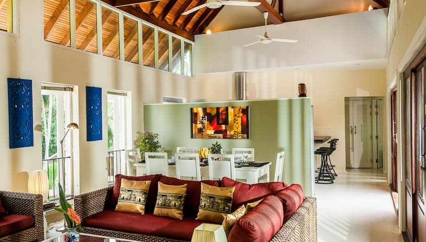 Exquisite Living and Dining area