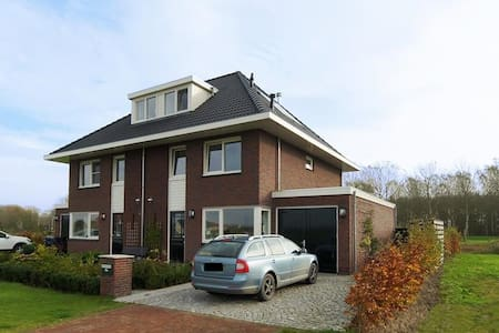 Semi-detached house with garden on waterfront - Almere - Villa
