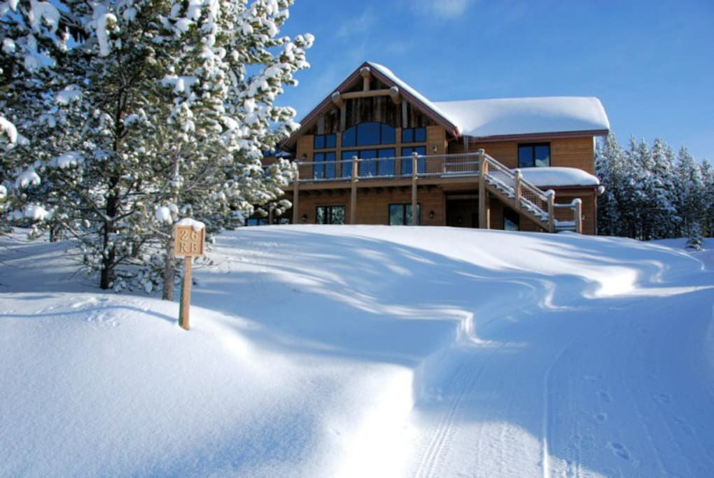 2 Bed Ski Out Apt In Private Home - Chalet in affitto a-4985