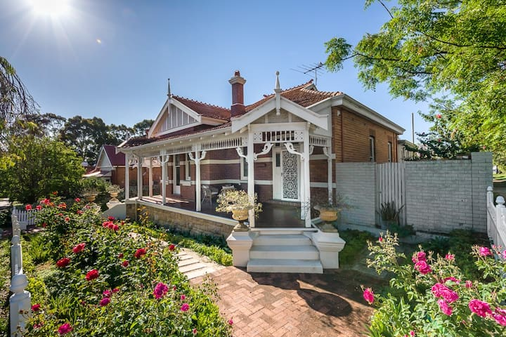 """Subiaco's Historic Heritage Stay """"Fairview"""" - Subiaco - Rumah"""