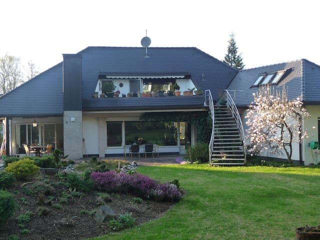 Villa am Stadtrand von München - Grasbrunn - Haus