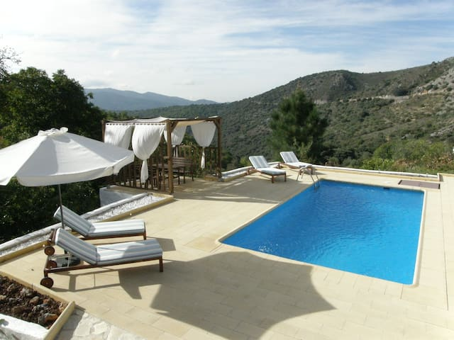 Beautiful and private villa. Wifi - Cartajima - Huis
